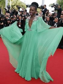 Celebrities con vestidos verdes, el color de la esperanza