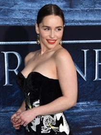 Emilia Clarke y las famosas mejor vestidas de la semana