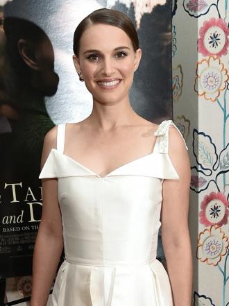 Natalie Portman y las famosas mejor vestidas de la semana