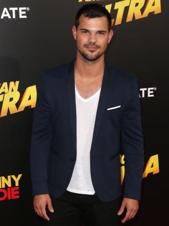 Taylor Lautner dice adiós al gafe y ficha por Scream Queens