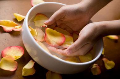 El agua de rosas es rica en vitamina E