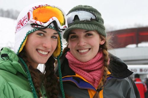 Chicas esquiando