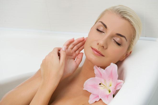 Cómo tomar baño de asiento con plantas medicinales