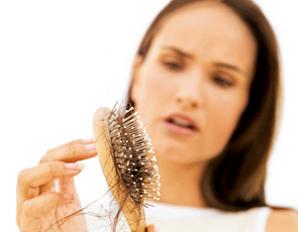 Mujer pierde cabello