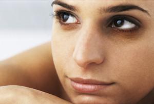 Mujer con ojeras