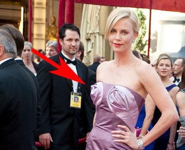 Charlize Theron, peor vestido de los Oscars 2010
