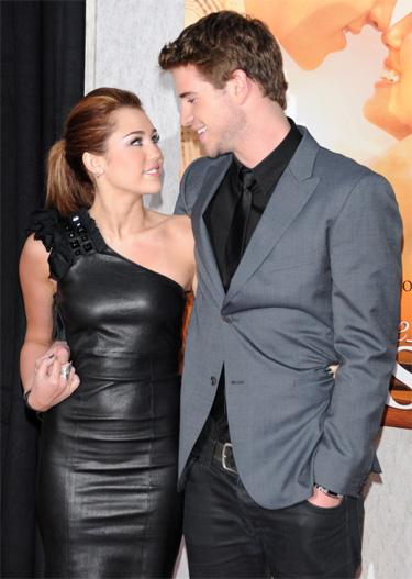 Miley Cyrus y su novio Liam Hemsworth han cancelado viaje a Londres para el estreno de La última canción