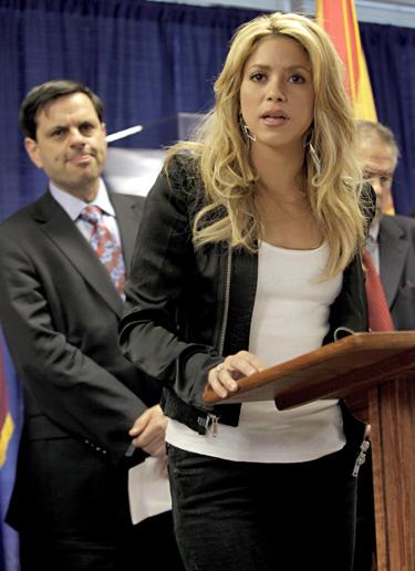 Shakira es uno de los famosos que condenan la nueva ley de Arizona contra la inmigración ilegal