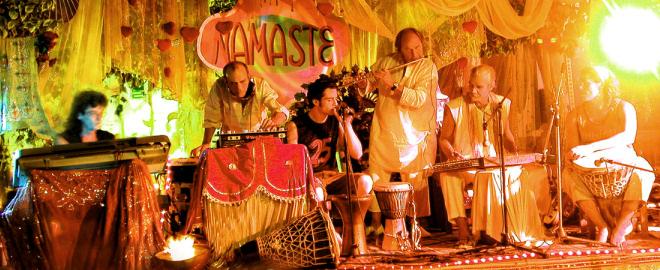 Namaste en el mercadillo de las dalias