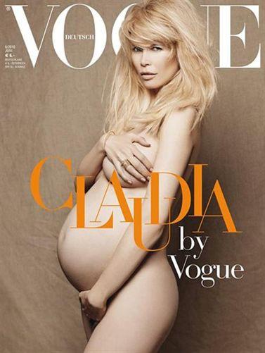 Claudia schiffer posa desnuda y embarazada para vogue