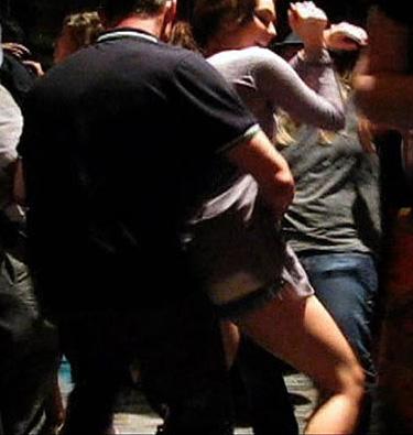 Baile plémico de Miley Cyrus con su productor gay