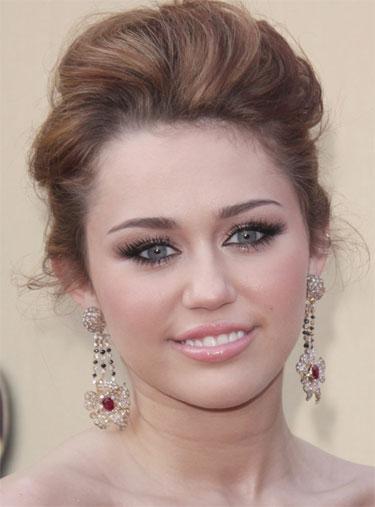 Joyas de Miley Cyrus contaminadas con metal tóxico