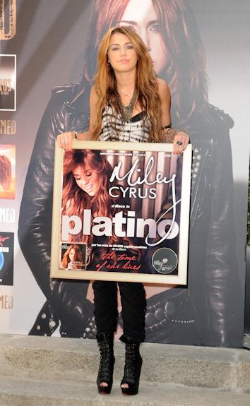 Miley cyrus presenta en madrid su ultimo disco