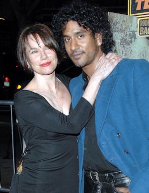 Naveen Andrews y Barbara Hershey