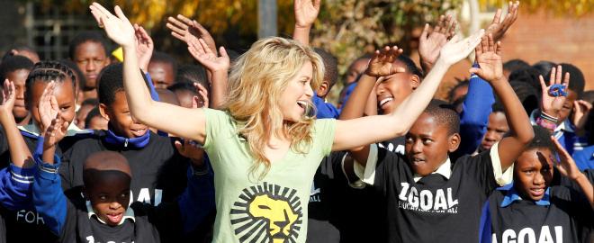 Shakira en una escuela de primaria de Sudafrica