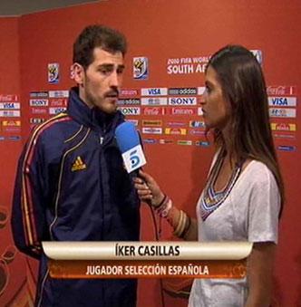 La reportera Sara Carbonero de Telecinco entrevista a su novio Iker Casillas