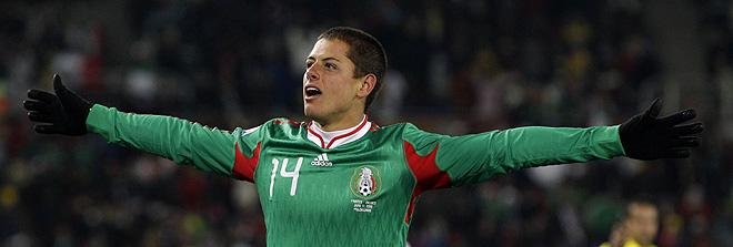 Chicharito, autor del primer gol de México en la victoria contra Francia