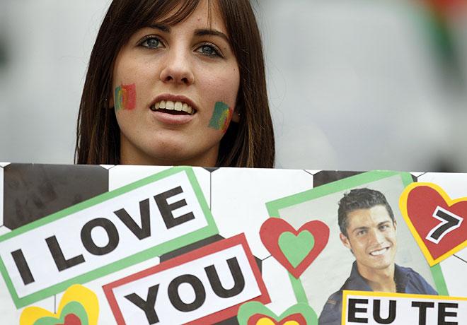Fan de Cristiano Ronaldo en el Portugal 7 Corea del Norte 0