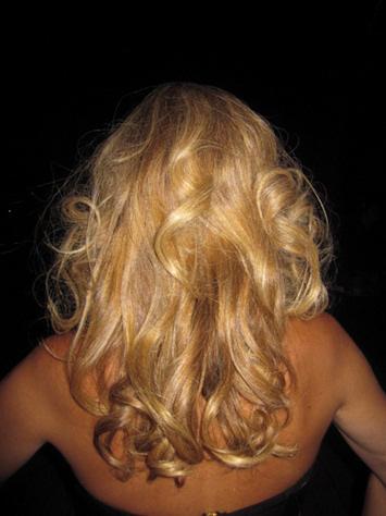 Tecnica del papillot para conseguir un cabello ondulado