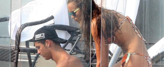 Cristiano ronaldo e irina shayk en la piscina