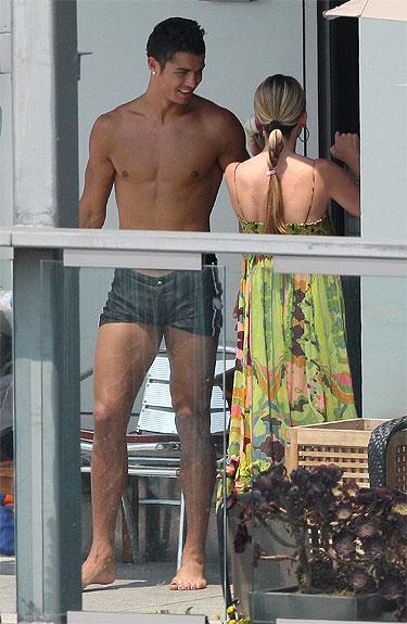 Cristiano Ronaldo enseña cejas depiladas y uñas pintadas en Nueva York