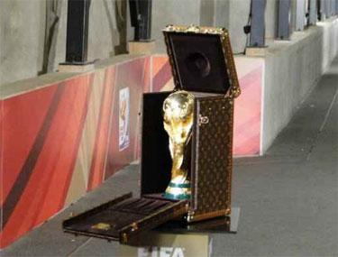 Fabio Cannavaro llevará la Copa del Mundo para la Final 2010