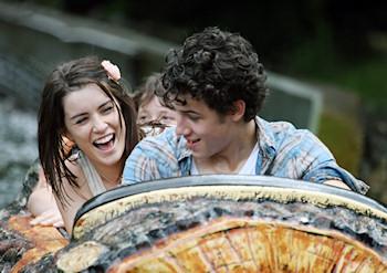 Nick Jonas y Lucie Jones