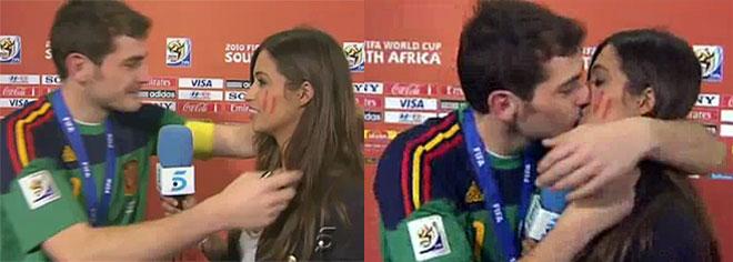 Beso de Iker Casilas y Sara Carbonero tras la final del Mundial España Holanda