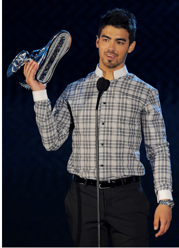 Joe jonas en los premios do something