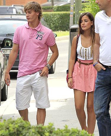 Sergio Canales y su novia de Santander