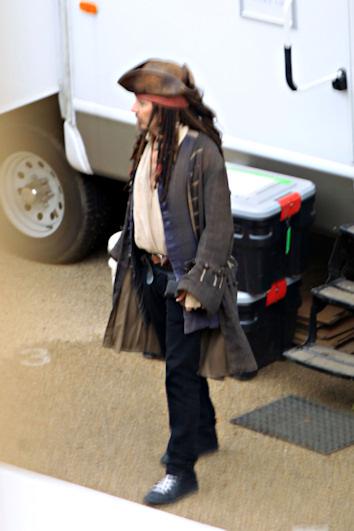Johnny depp rueda piratas del caribe 4