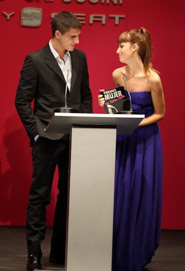 Maxi iglesias y ursula corbero en los premios cosmopolitan 2010