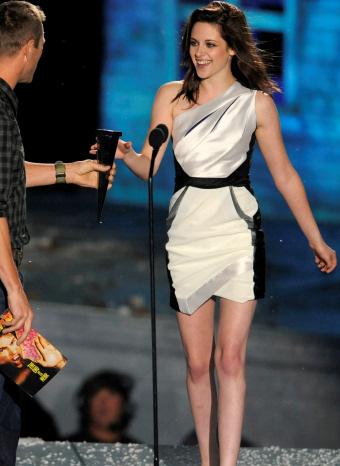 Kristen Stewart recoge su premio en los Scream Awards