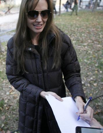 Angelina jolie prosigue su rodaje en bosnia