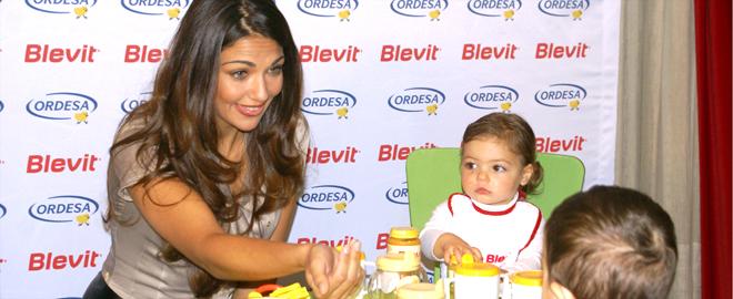 Lorena Bernal con los niños