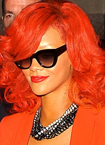 Rihanna con el pelo rojo
