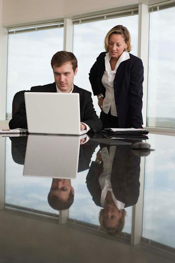 Techo de cristal, barreras al desarrollo profesional femenino