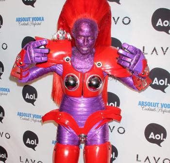 Heidi Klum disfrazada de robot en Halloween 2010