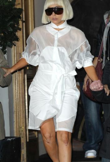 Lady Gaga saliendo del estudio de grabación