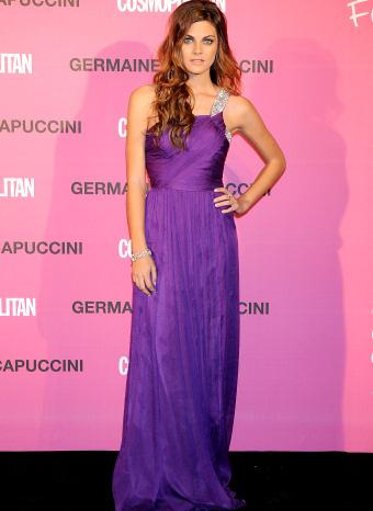 Amaia Salamanca con un vestido de corte helénico