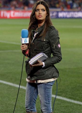 Sara Carbonero en el terreno de juego