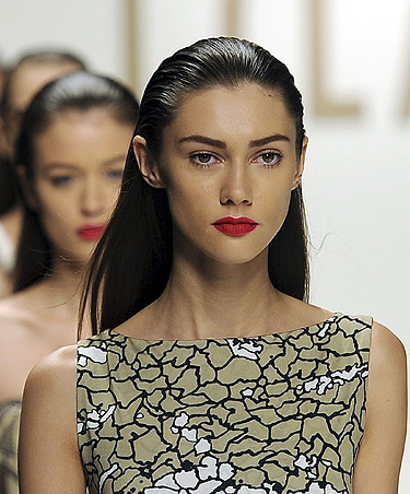 Armani, Versace y Valentino suben a los escenarios en Italia