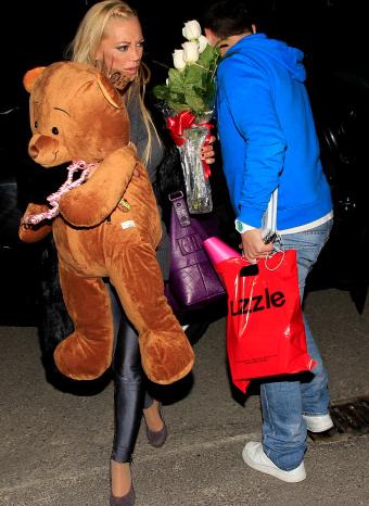 Belén Esteban llegando a casa el día de su 37 cumpleaños