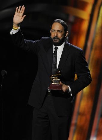 Juan Luis Guerra triunfa en la gala