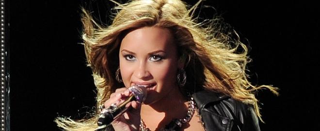 Demi durante un concierto