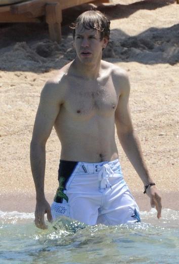 Vettel disfrutando de la playa