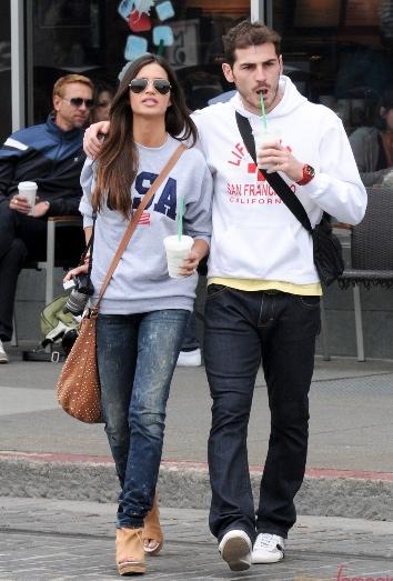 Sara e Iker paseando
