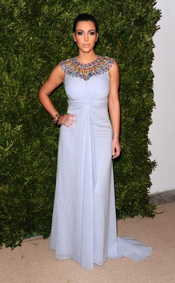 Kim kardashian en los premios vogue fashion fund