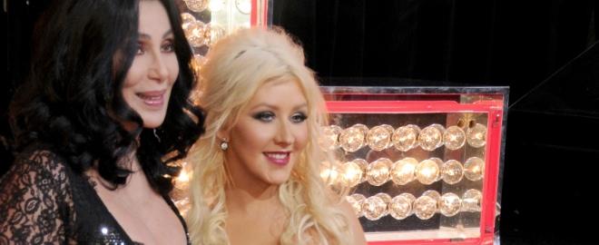 Cher y Cjristina Aguilera posan durante la premiere de 'Burlesque'