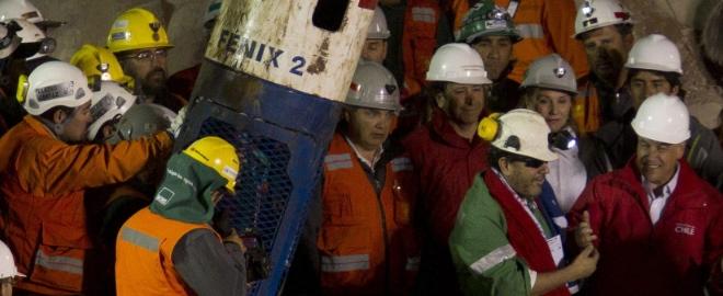 Imagen del trabajoso recate de los mineros